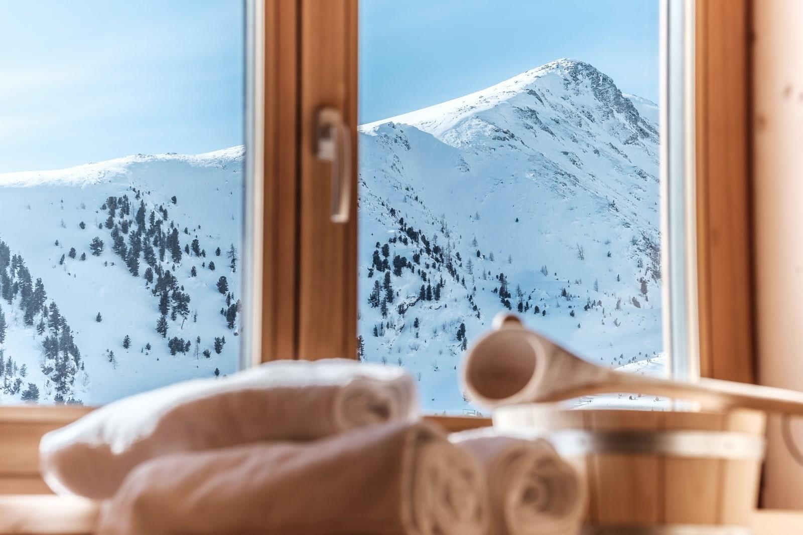 Heidi-Chalet-Falkert-Heidialm-Bergwinter-Ausblick-Falkertsee-Panorama-Sauna-Wellness-Detail-Rodresnock
