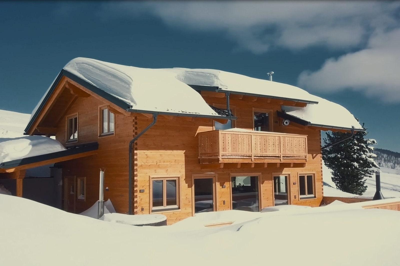 Heidi-Chalet-Falkert-Heidialm-Bergwinter-Drausicht-Winter-Terrasse-Hotpot