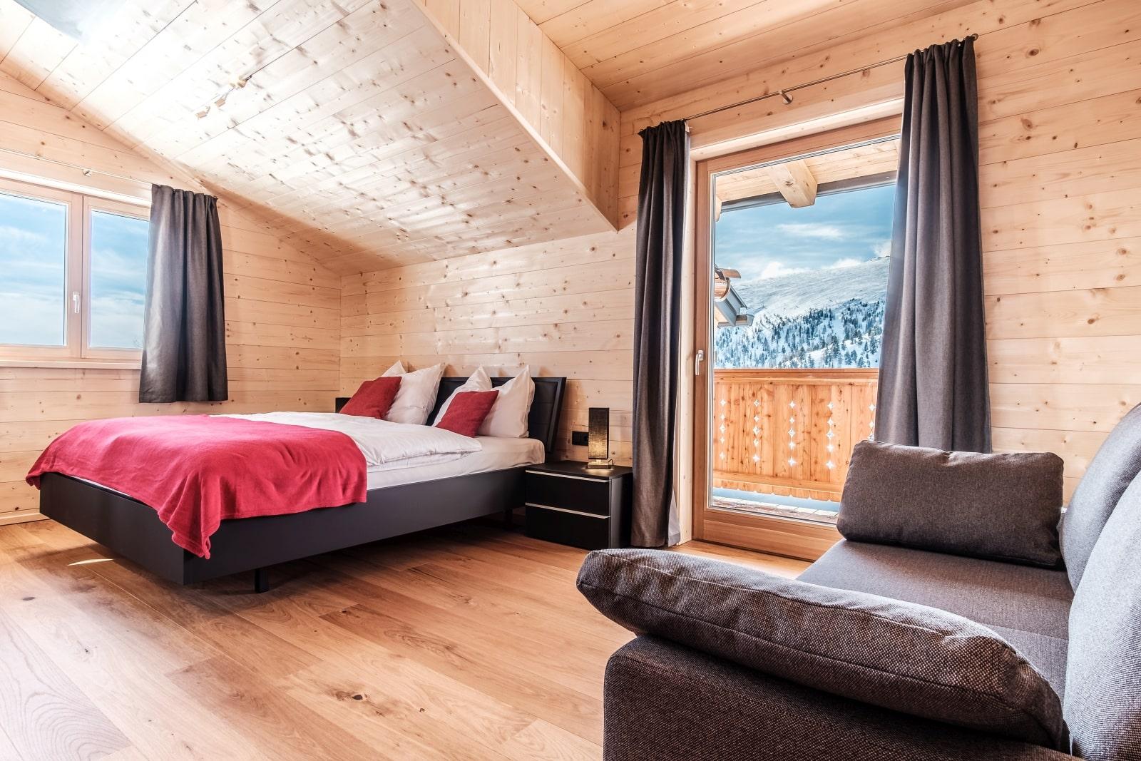 Heidi-Chalet-Falkert-Heidialm-Bergwinter-Schlafen-Doppelbett-Luxus-Balkon