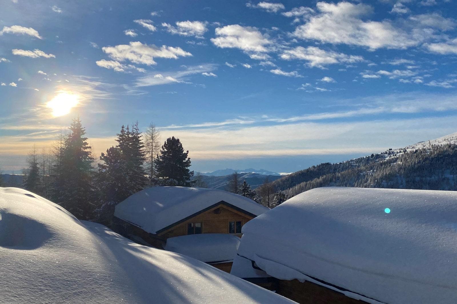 Heidi-Chalet-Falkert-Heidialm-Bergwinter-Wolken-Himmel-Stimmung-Traum