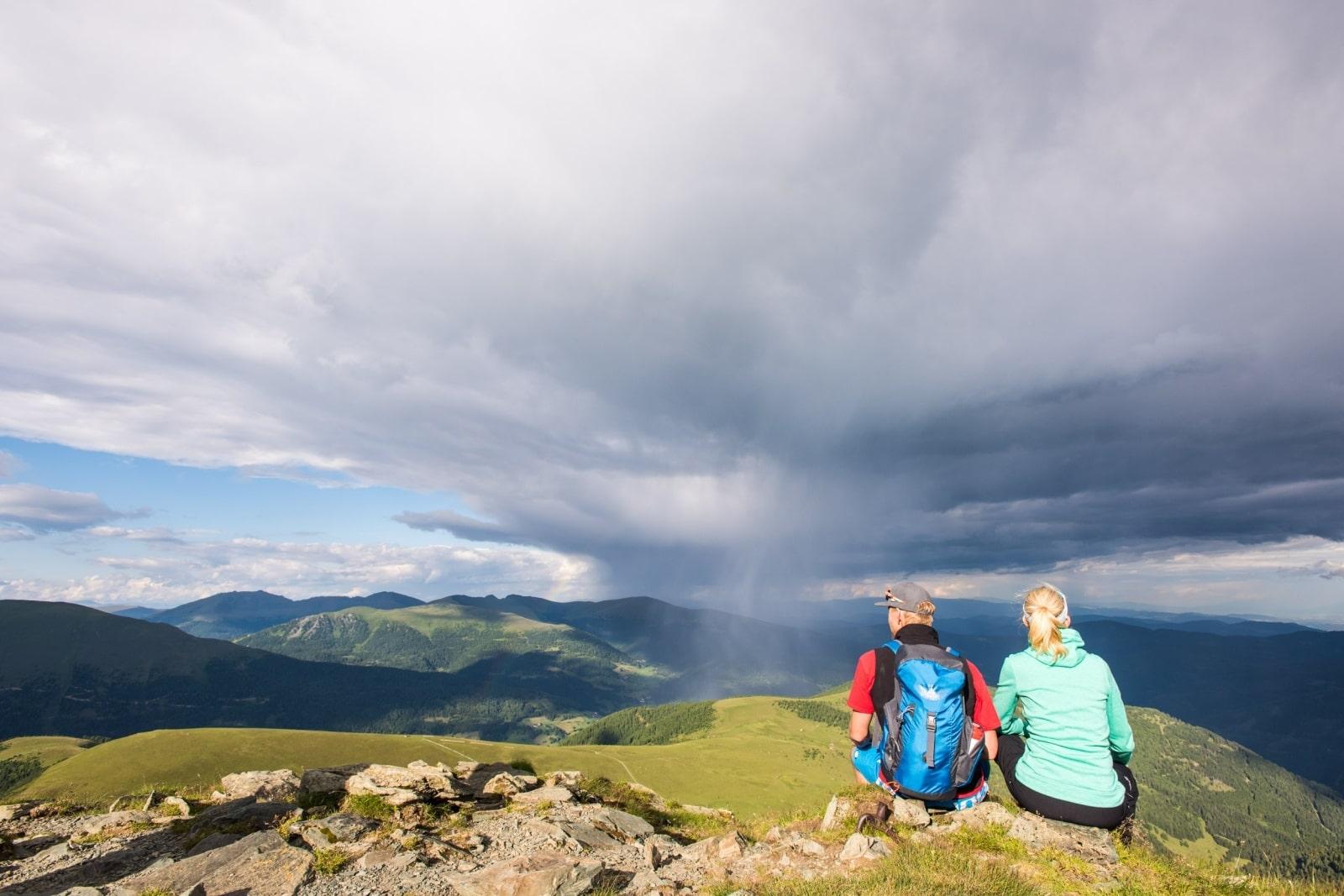 Heidi-Chalet-Falkert-Heidialm-Falkertsee-Blick-Gipfel-Unwetter