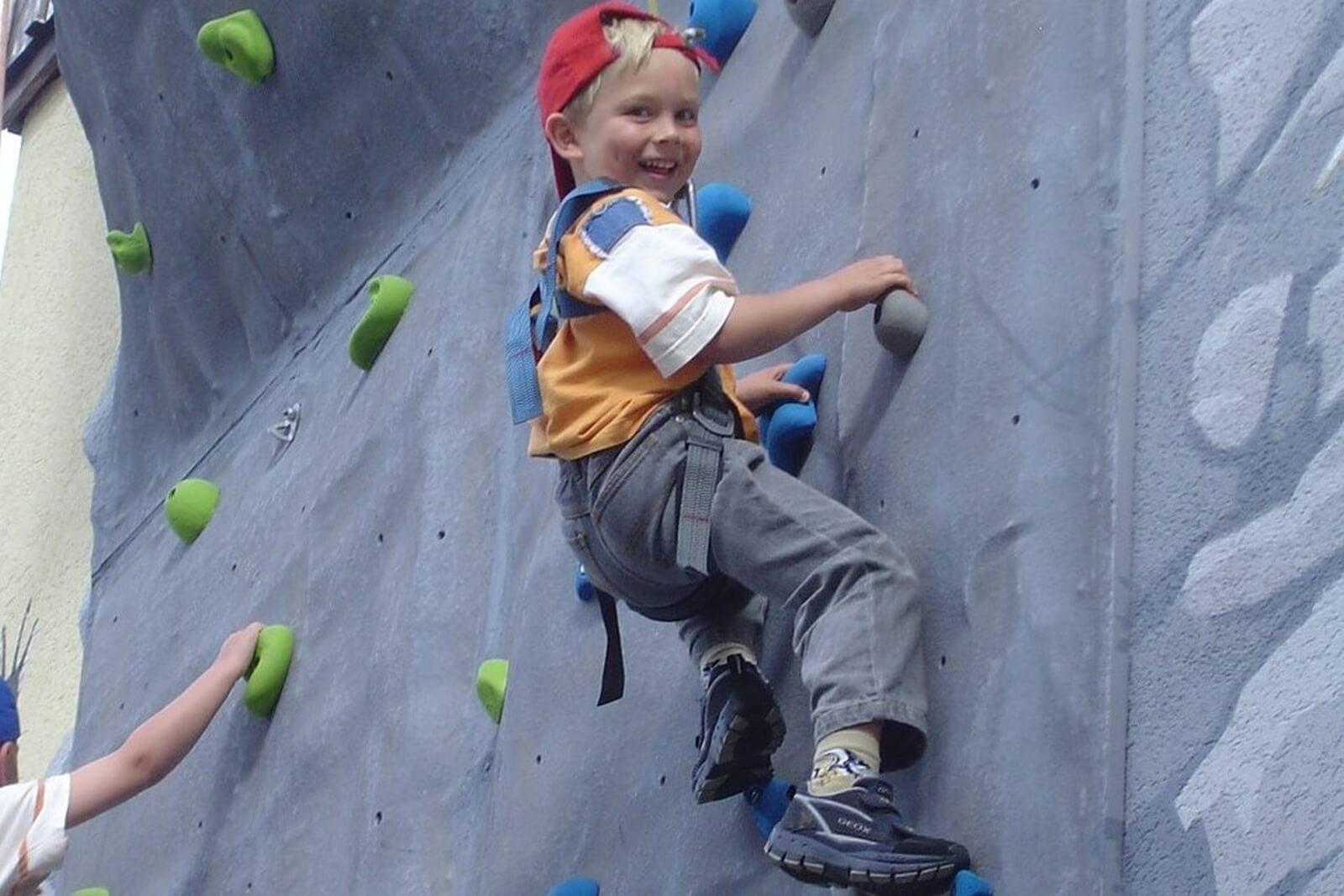 Heidi-Chalet-Falkert-Heidialm-Falkertsee-Bouldern-Kletterwand