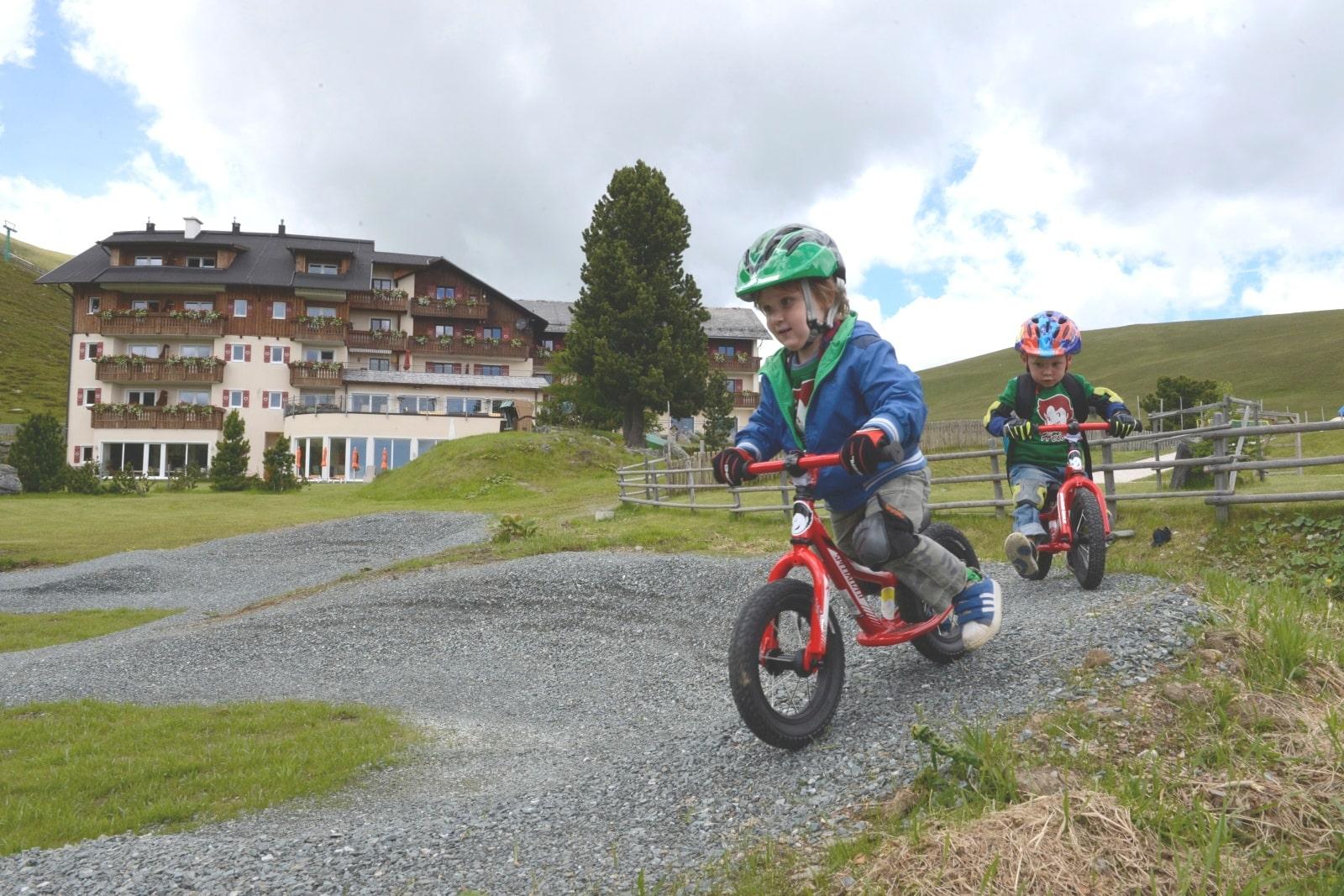 Heidi-Chalet-Falkert-Heidialm-Falkertsee-Kinder-Biken-Fahrrad