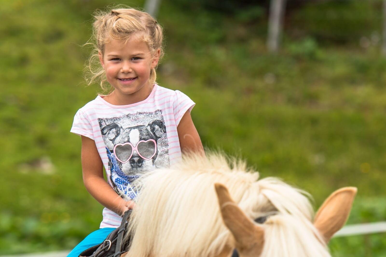 Heidi-Chalet-Falkert-Heidialm-Falkertsee-Reiten-Kinder-Alm-Pony