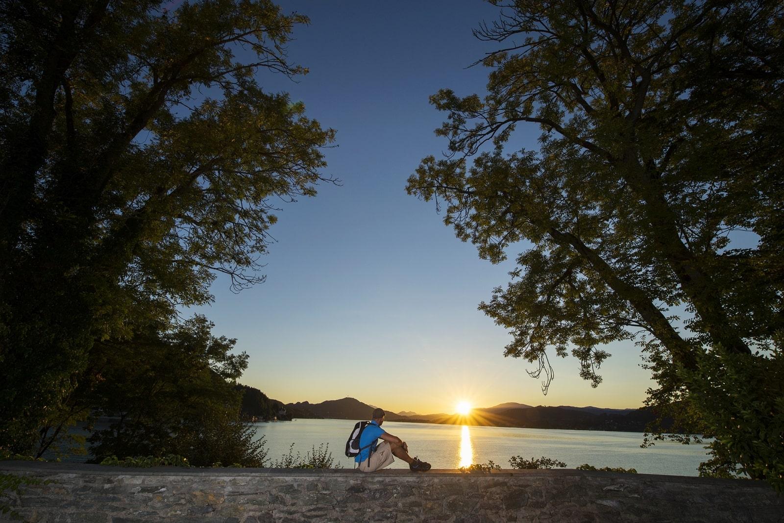Heidi-Chalet-Falkert-Heidialm-Natur-See-Baden-Relaxen-Baum-Abendstimmung