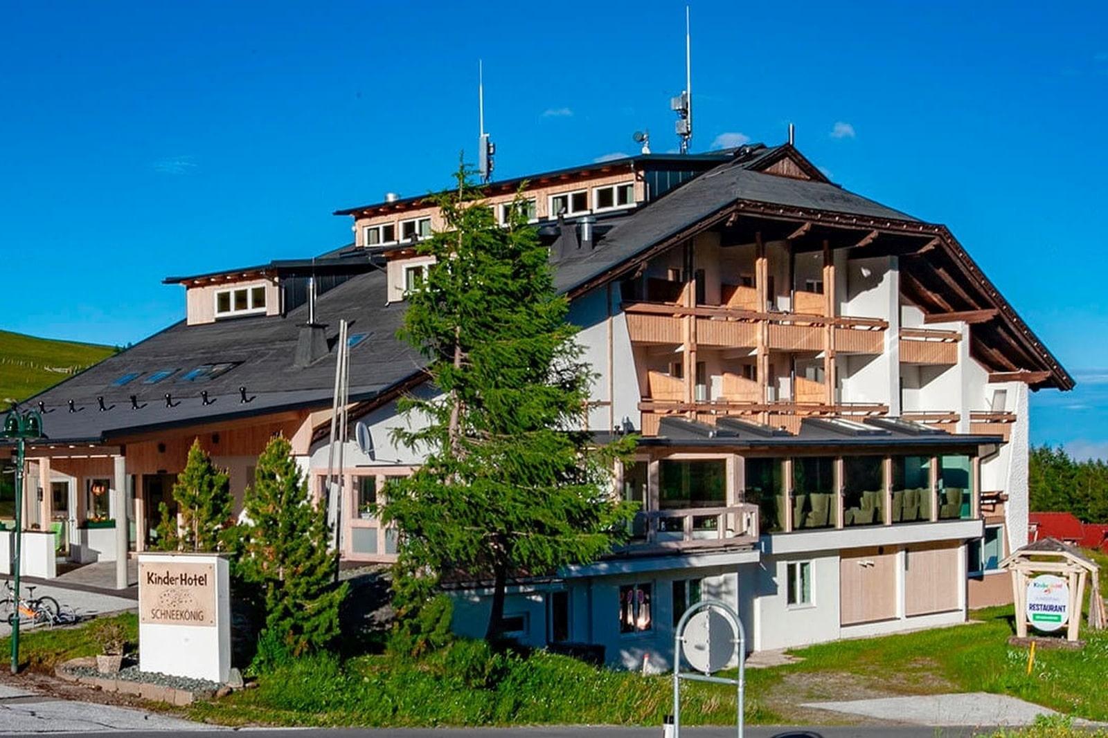Heidi-Chalet-Falkert-Heidialm-Restaurant-Falkert-Schneekoenig-aussen