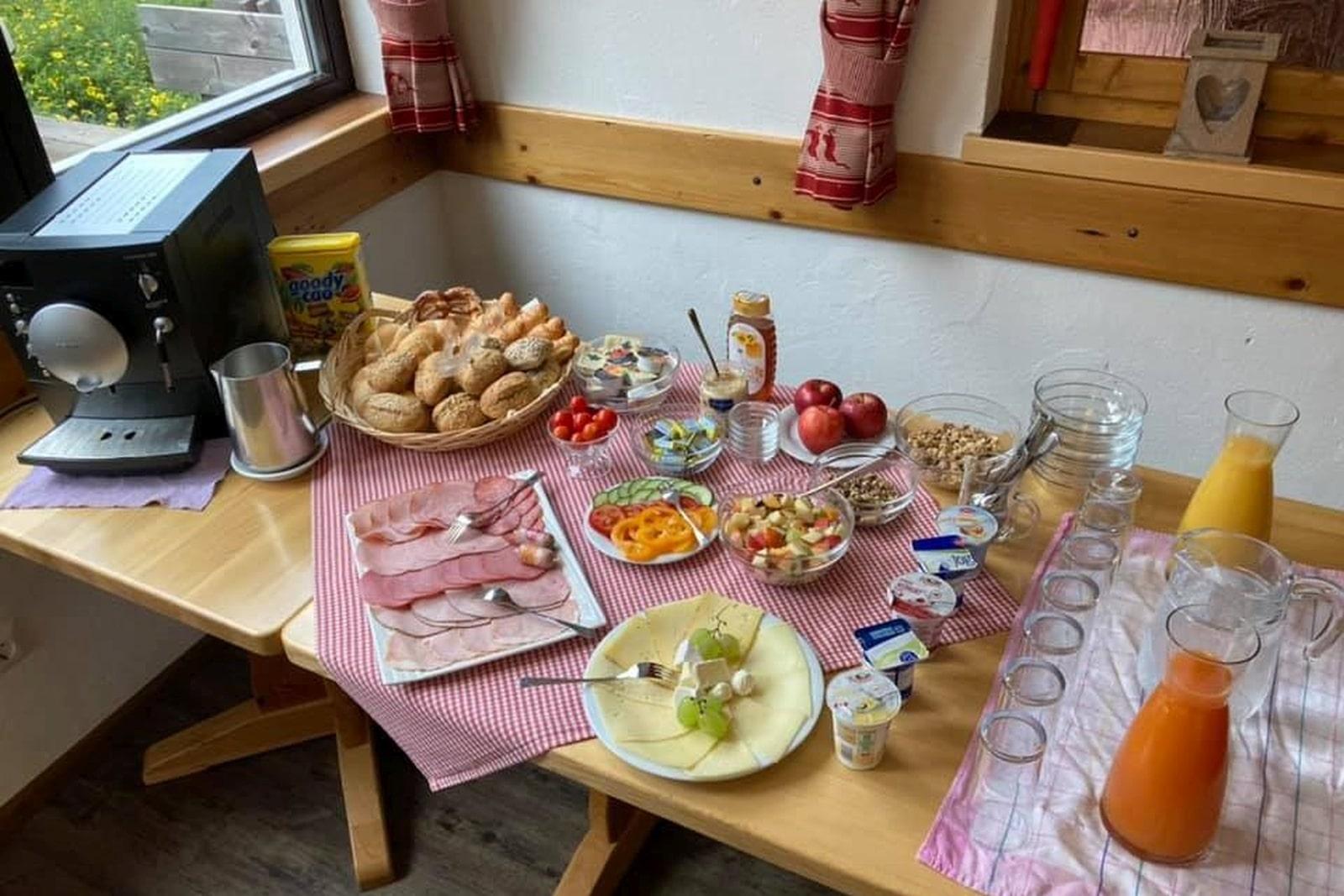 Heidi-Chalet-Falkert-Heidialm-Restaurant-Kaertner-Fruehstueck
