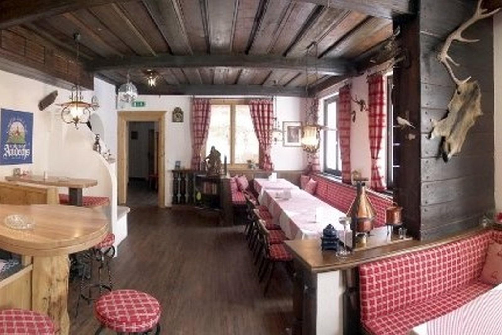 Heidi-Chalet-Falkert-Heidialm-Restaurant-Kaertner-Haus-Stube