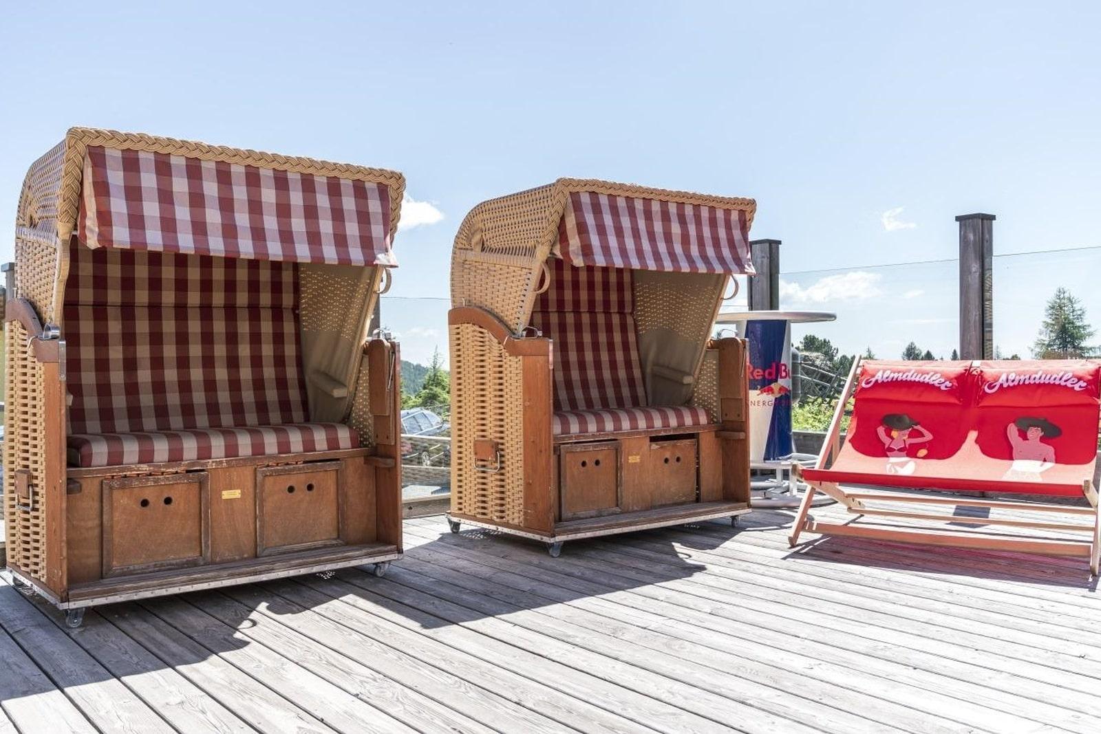 Heidi-Chalet-Falkert-Heidialm-Restaurant-Seehuette-Strandkorb