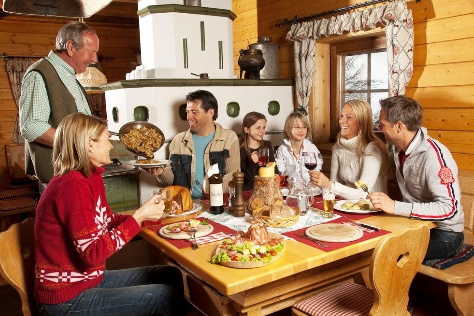 Heidi-Chalet-Falkert-Heidialm-Restaurant-Zirbenhuette-Familie