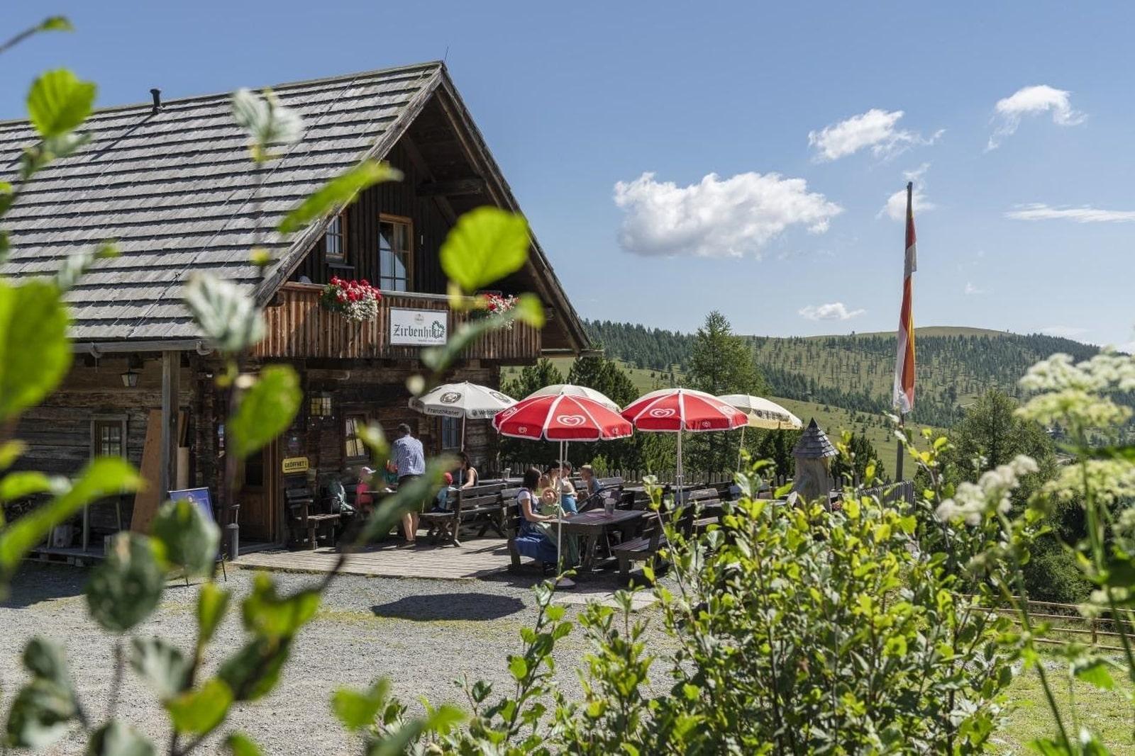 Heidi-Chalet-Falkert-Heidialm-Restaurant-Zirbenhuette-Sommer