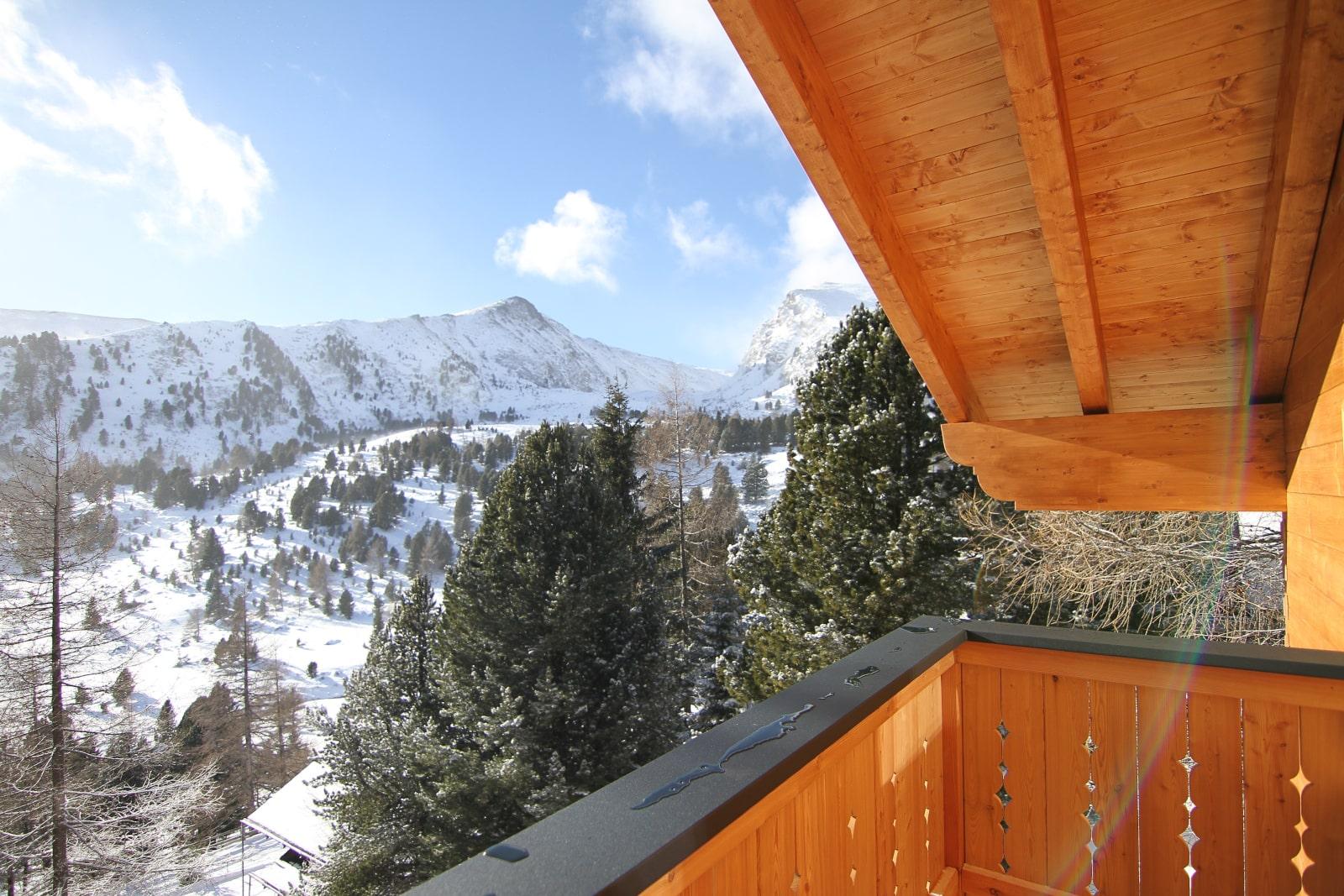 Heidi-Chalet-Falkert-Heidialm-Almsommer-Winter-Ski-Winter-Balkon-Ausblick-Berg