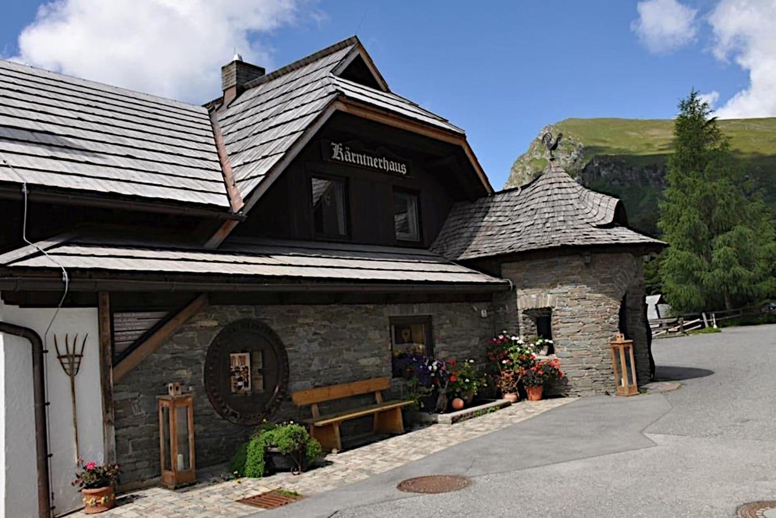 Heidi-Chalet-Falkert-Heidialm-Restaurant-Kaertner-Haus-Aussen