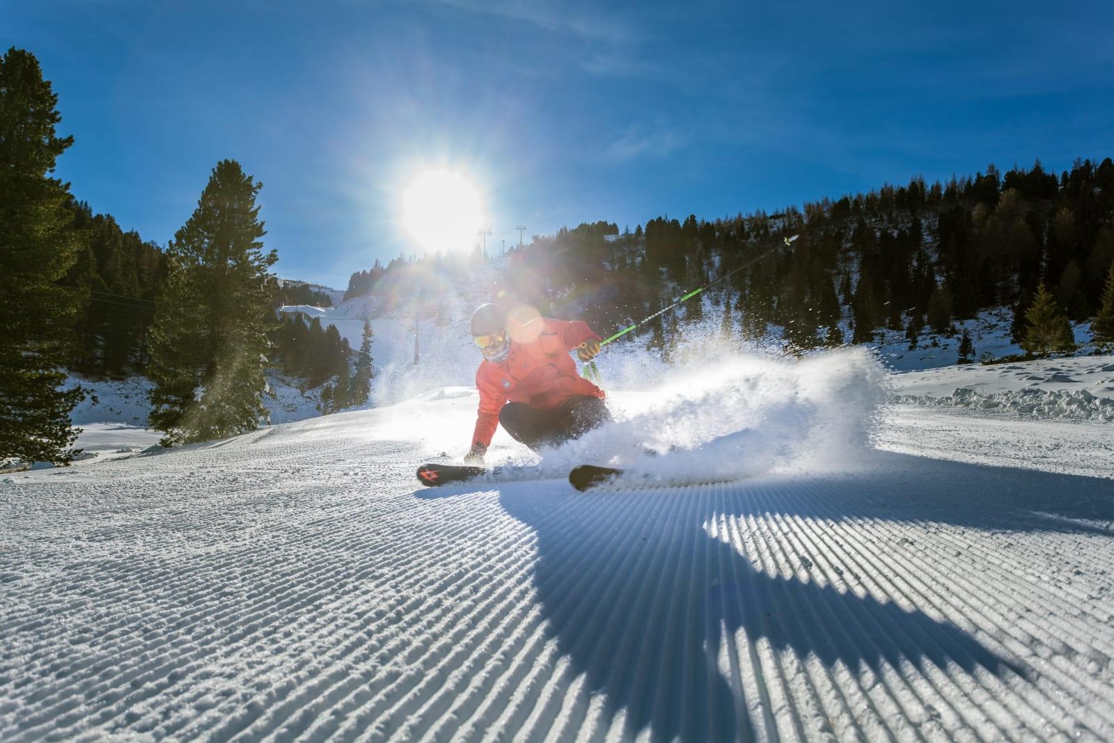 Heidi-Chalets-Turracher-Hoehe-Piste-Skifahrer
